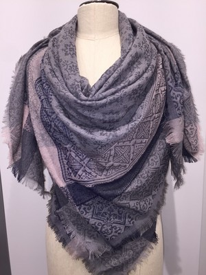 GREY FLORALGEO BOARDER WITH FRAY SCARF